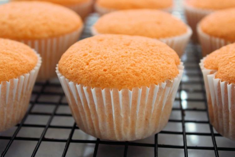 Orange-cupcakes-baked.jpg