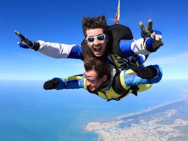 salto-paracaidas-tandem-vendee-81574-6_w600