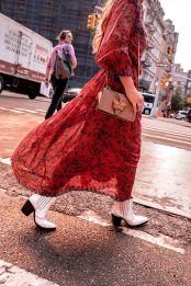 botas_blancas_vaqueras_2019_vestido_floral